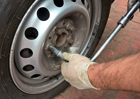 Emergency tyre fitting by Mobile Tyres